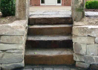 Historische Stufen zur Terrasse